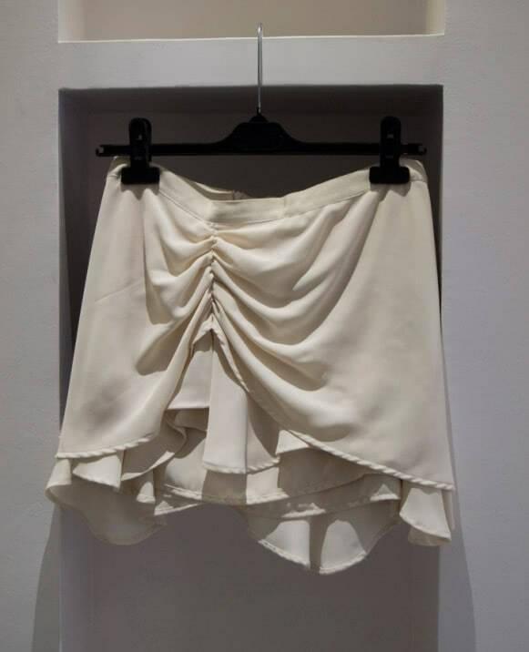 Falda gasa, recogida a un lado