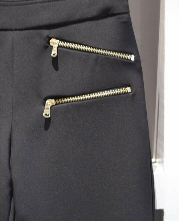 Pantalón cremallera dorada