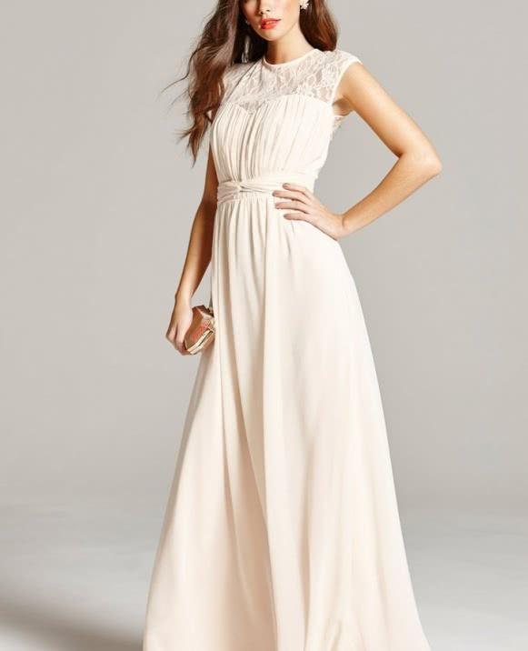 Vestido largo canesú blonda