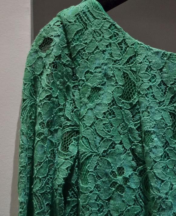 Vestido manga francesa guipur